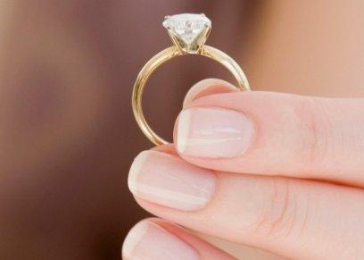 ثلث النساء يخلعن خاتم الزواج عند إجراء مقابلة العمل