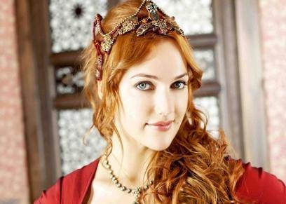 الفنانة التركية مريم أوزرلي