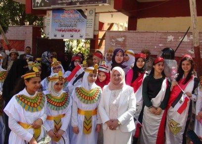 الطالبات بالزي الفرعوني أامم اللجان