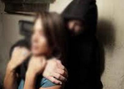 اغتصاب سيدة أمام زوجها بالمقابر