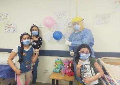 الفتيات الثلاثة خلال علاجهم فى مستشفى العلمين للعزل