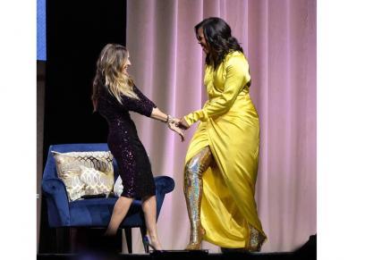 بالصور| تعرف على سعر حذاء ميشيل أوباما خلال ترويج كتابها الجديد