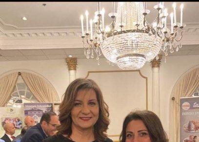 السفيرة نبيلة مكرم وزيرة الدولة للهجرة وشئون المصريين بالخارج ترتدي حلي ذات طابع فرعوني