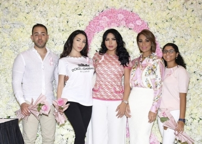 الاعلامية بسمة وهبة بصحبة ابنتها خديجة ووفاء بن خليفة وابنتها سبرينا في مؤتمر دعم مريضات سرطان الثدي في الامارات