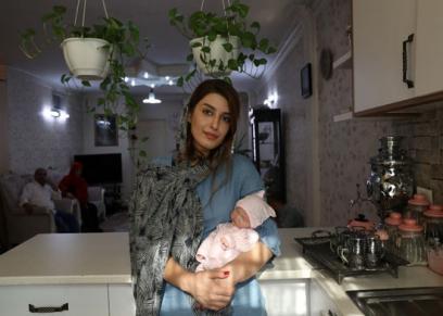 إيرانيات يستبدلون الإنجاب بالعرائس اللعبة