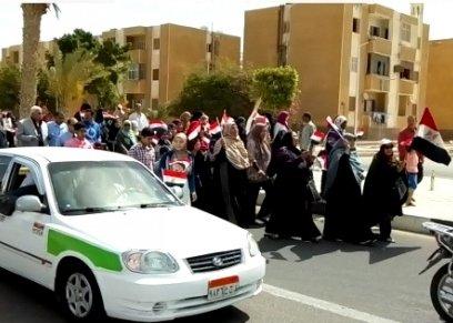 بالفيديو| مسيرة نسائية في شوارع مدينة الطور بشعار