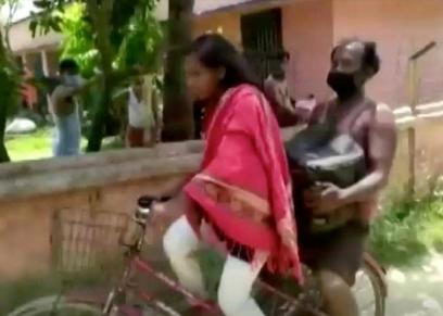 الفتاة الهندية ووالدها