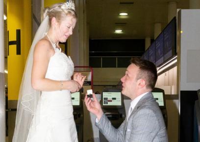 بالصور| أغرب زواج بالعالم.. قصة حب بدأت بمكالمة هاتفية وإنتهت بالزواج