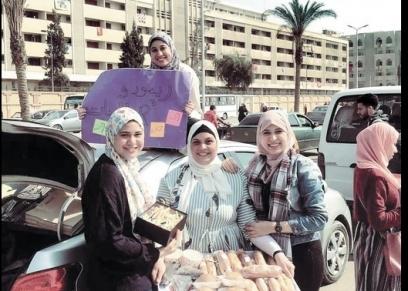 الشقيقات الأربع أمام جامعة الأزهر