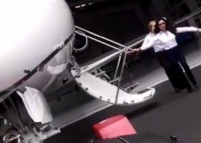 كابتن طائرة تشاركان في تحدي
