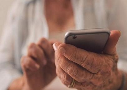 سيدة مسنة تتعرض للسرقة عبر الهاتف