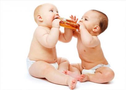 أطعمة لا تقدم للطفل في عامه الأول