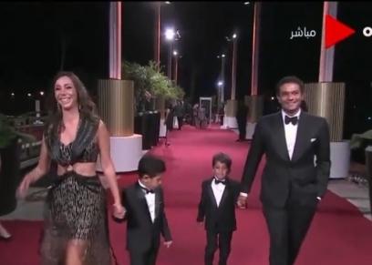 آسر ياسين يصطحب أطفاله إلى مهرجان الجونة
