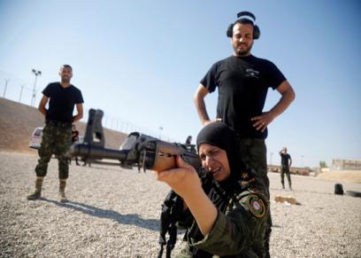أمل خليفة عقيد بالجيش الفلسطيني