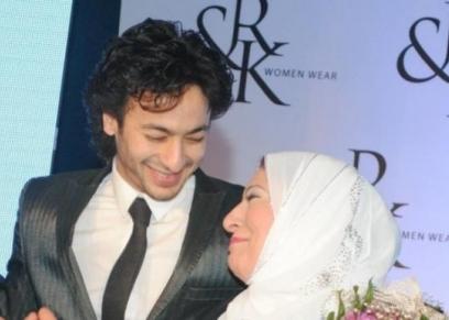 حمادة هلال ووالدته الراحلة