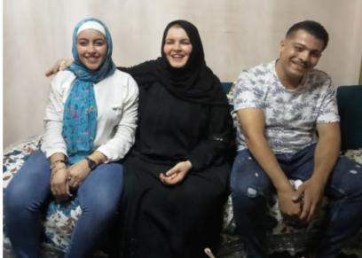 الضحية ووالدتها وخطيبها