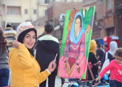 آمال ياسر فنانة ترسم ببري الأقلام وبواقى الأطعمة