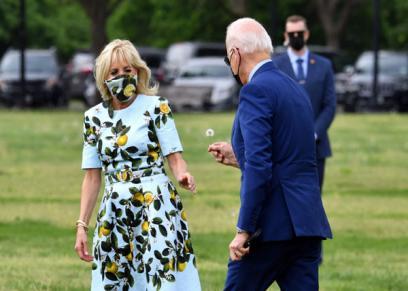 الرئيس الأمريكي يهدي لزوجته زهرة
