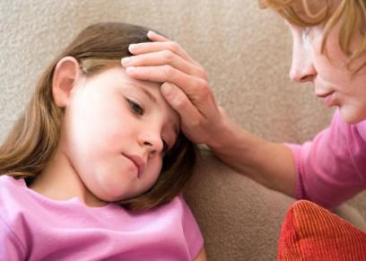 طفلة مصابة بمرض الحمى الصفراء