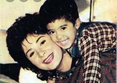 هيثم أحمد زكي ووالدته