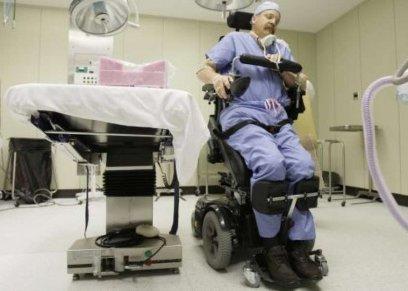 صورة أرشيفية لمريض مصاب بالشلل