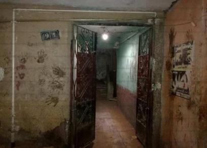 مدخل العقار الذي انتحرت منه الزوجة