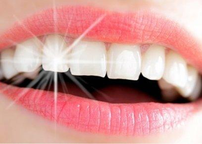 فتاة تتحول إلى مليونيرة بفضل اسنانها
