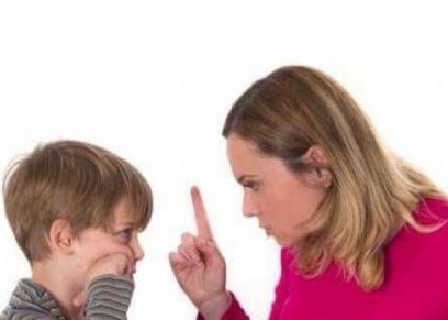 .كيف تتعامل الأمهات مع ابنائهن في فترة الامتحانات