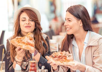 تناول الفتيات للوجبات السريعة