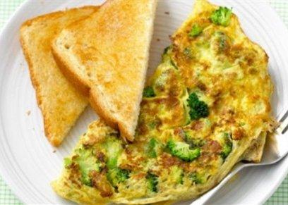 سحور اليوم.. بيض بالجبنة الفيتا وجبن كريمى بالأعشاب والثوم