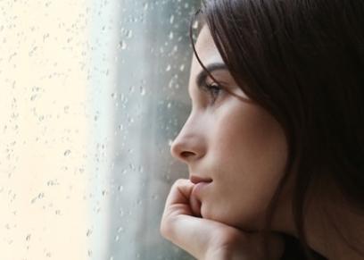 اعراض وأسباب اكتئاب الشتاء