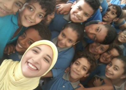 سارة يوسف مع تلاميذها