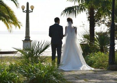 عروسان خلال حفل زواج