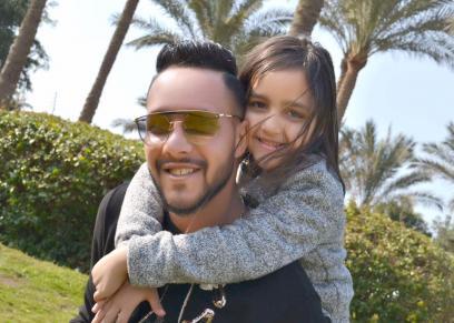 علاء علي وأولاده
