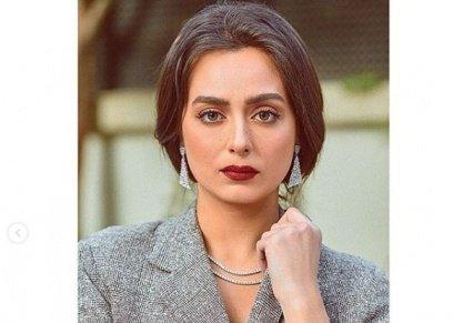 هبة مجدي بإطلالة كلاسيكية في أحدث جلسة تصوير.. ومتابعيها: