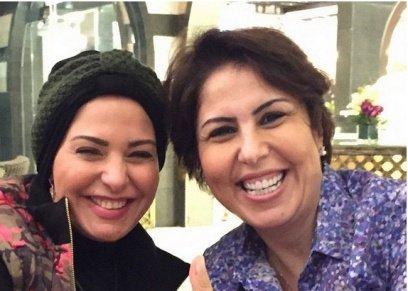صابرين تنشر صورة بصحبة فجر السعيد وتعلق: