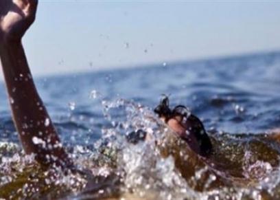 صورة أرشيفية لشاب يغرق في المياه