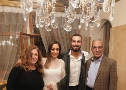محمد الشرنوبي مع خطيبته