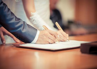 المسموح والممنوع بين الزوجين الذين تم عقد قرانهما