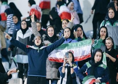 بالفيديو والصور| إيرانيات داخل ملاعب كرة القدم لأول مرة منذ 40 عاما