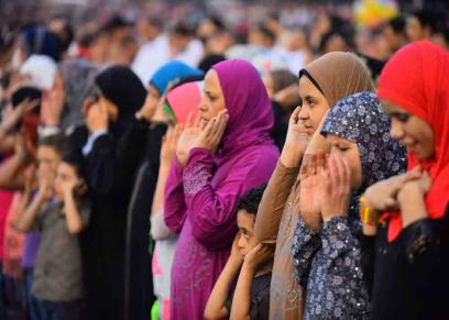 حكم صلاة العيد بالمكياج وطلاء الأظافر