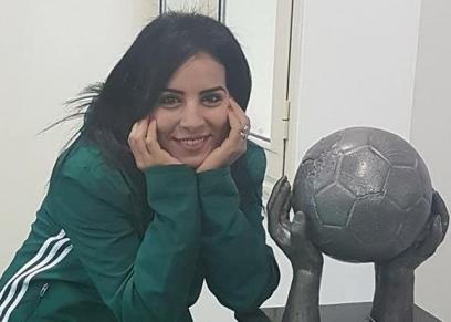 منى عطالله أول حكم نسائي لكرة القدم للرجال