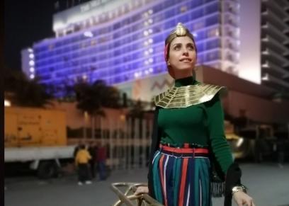 صاحبة صورة كواليس حفل موكب المومياوات