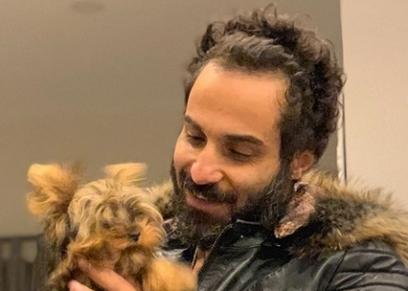 أحمد فهمي مع كلبته
