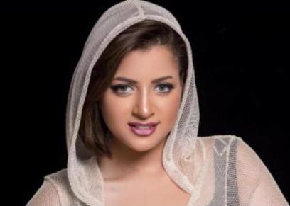 الفنانة الشابة منى فاروق