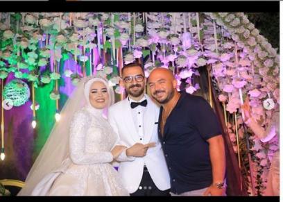 محمود العسيلي يحيي حفل زفاف إحدى متابعيه