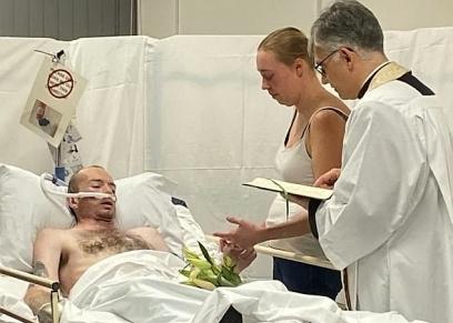 مريض سرطان يحقق امنيته بالزواج من حبيبته