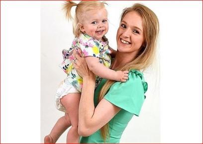 طفلة تواجه الموت بعد انتقال السرطان  إليها من كبد مريض