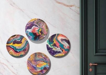 بسمة تبدع في فن سكب الألوان على الأطباق الفخارية والصواني الخشب