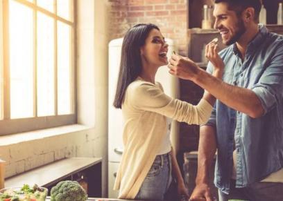 8 أفكار تعزز حب زوجتك لك.. منها حفلة عيد ميلاد مفاجئة